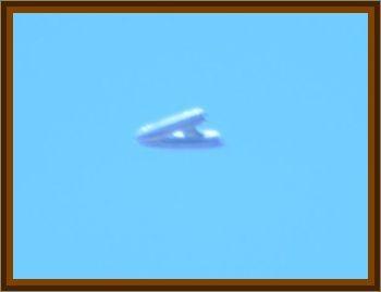 Brothers Observe Daytime Arrowhead UFO